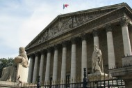 Assemblee-Nationale-ext-UNE